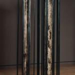 Colonnades, acier soudé, colonnes anciennes en bois et peinture au plomb, H 248 cm  L 120 cm  P 61 cm, 1999.